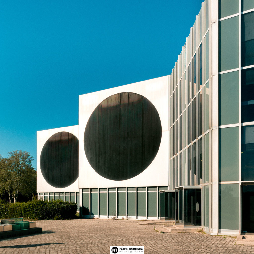 Vue extérieure de la Fondation Vasarely, Max Photographe