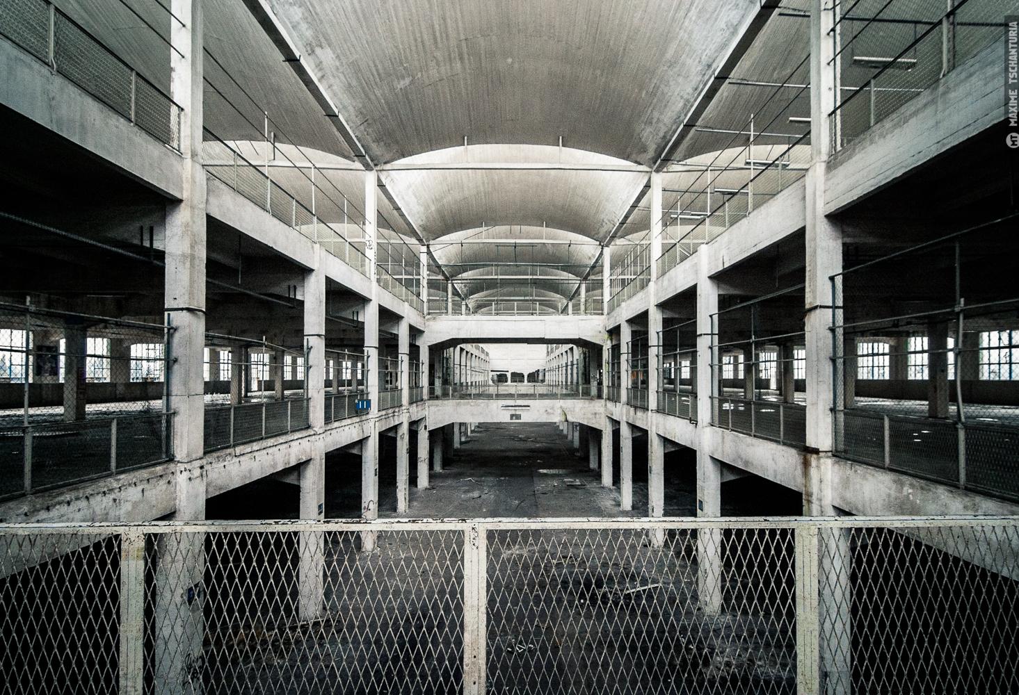 Architecture hangar 1500px maxime tschanturia photographe for Architecture hangar