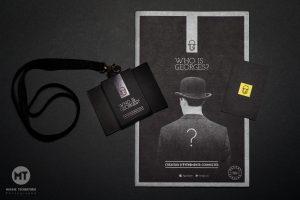 Packshot plaquette et badge pour Les Georges, par Max Photographe